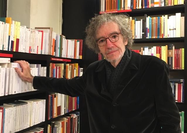Alfonso Levy, en la librería La Central, de Barcelona.