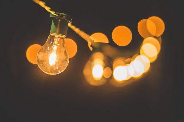 Las personas son como bombillas, transmiten luz.