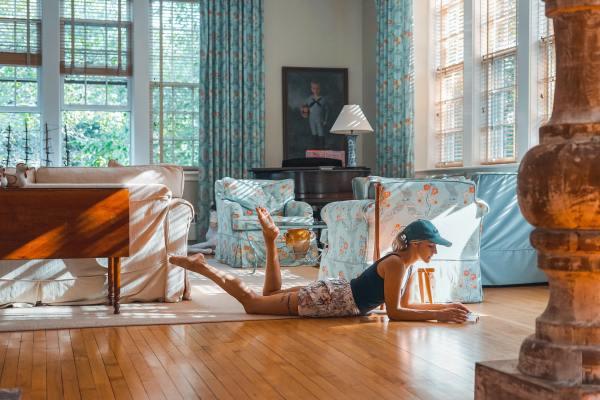 El cocooning o la tendencia a pasar más tiempo en casa, cada vez más habitual. FOTO: TOA HEFTIBA. UNSPLASH.