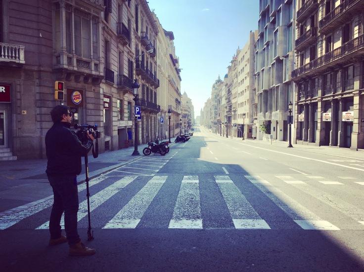 Via Laietana, compleamente vacía, como nunca antes la habíamos visto. FOTO: ANNA LLADÓ.